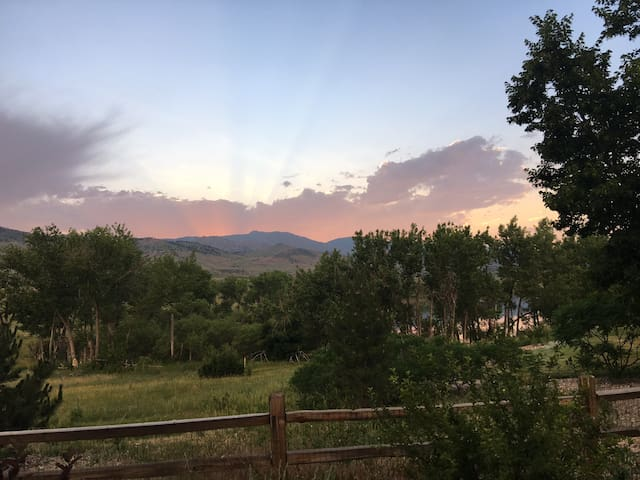 Luxury House with Amazing Views 12 Min to Boulder - Longmont - House