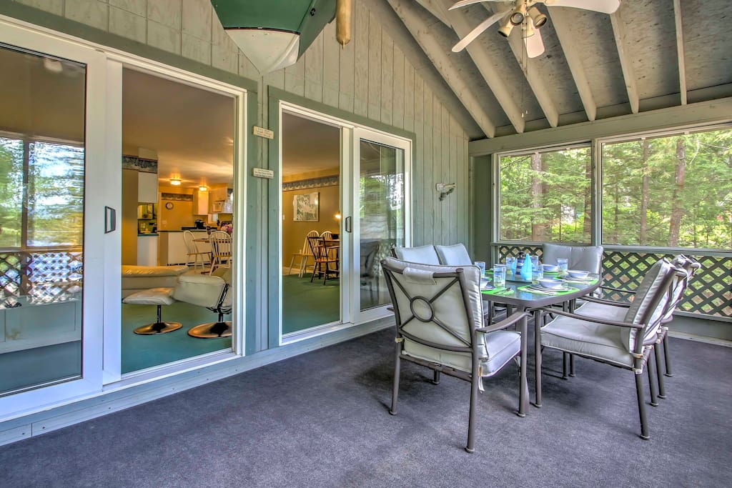 The screened-in porch will quickly become your favorite room in the house to visit with your travel companions while you enjoy stunning views of the lake.