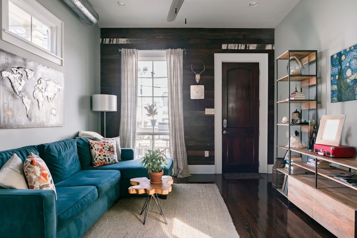 Quaint Guest Suite in Vibrant Camelback House