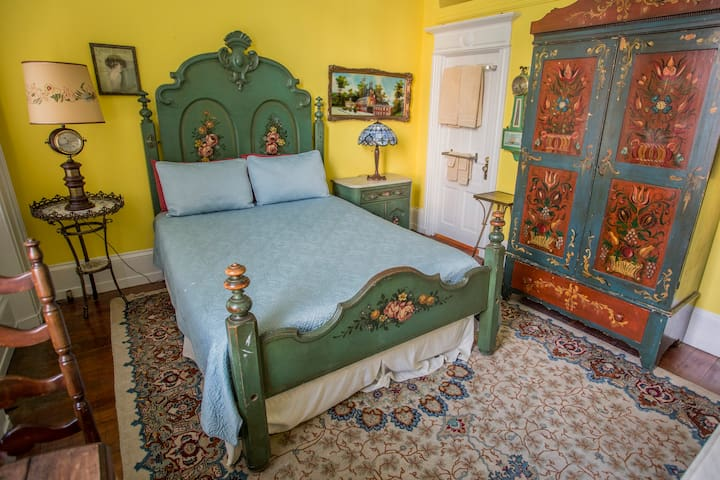 Victorian Queen Bedroom