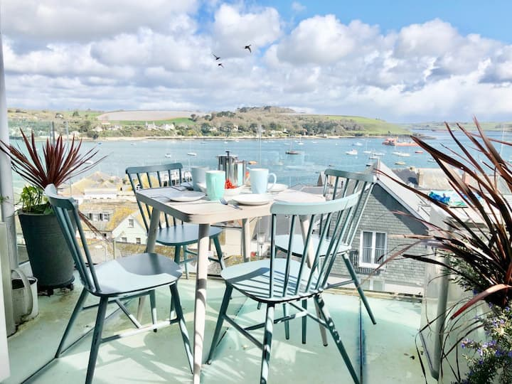 Falmouth View, 2 balconies, terrace & parking