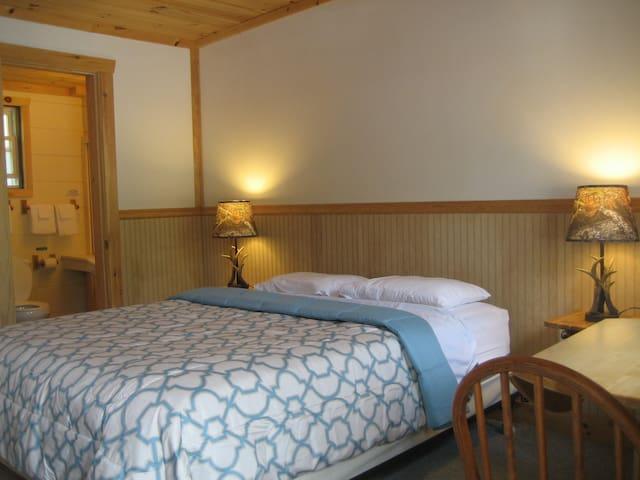 Cozy Standard Room No. 4 - 2 Capacity 1 Queen Bed