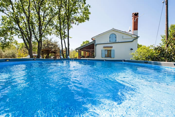 Preciosa casa de vacaciones en Rovinj con piscina privada