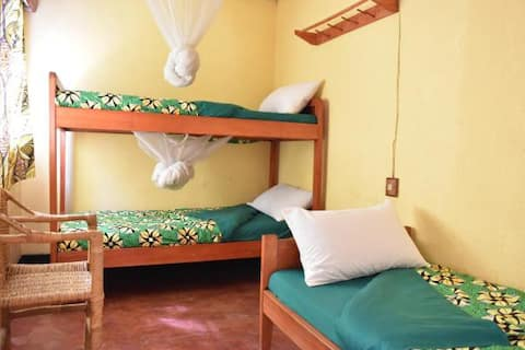 Amahoro Guest House- 6-Bed Dormitory