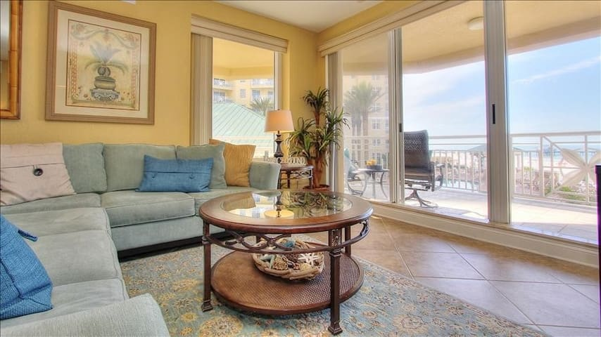 MBC-SM403: Luxurious Oceanfront with Views of Sunsets and Pier 60 at Mandalay Beach Club on San Marco