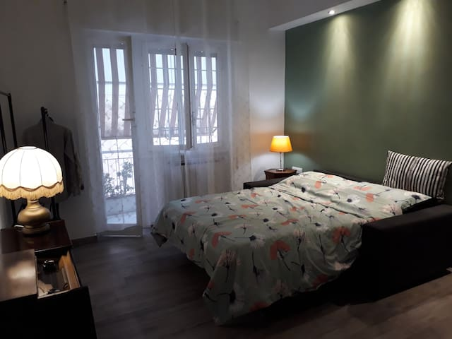 Big charming room in artsy house