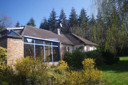 Maison familiale avec sauna et piscine en saison - Fervaques - Haus