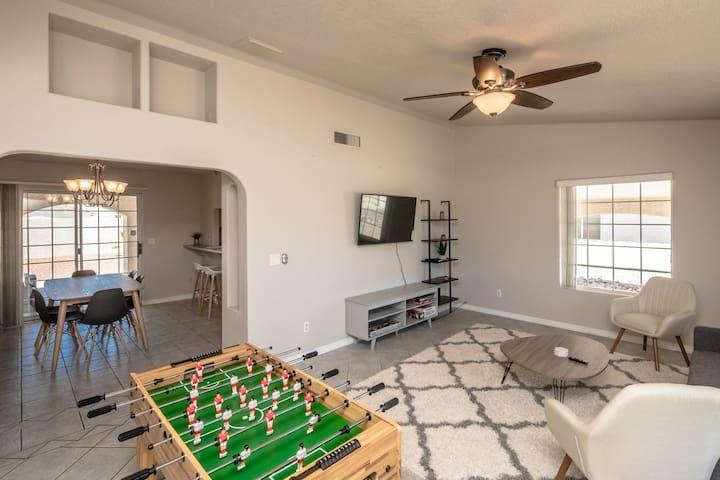 Stunning Havasu Home with Pool & Hot Tub!
