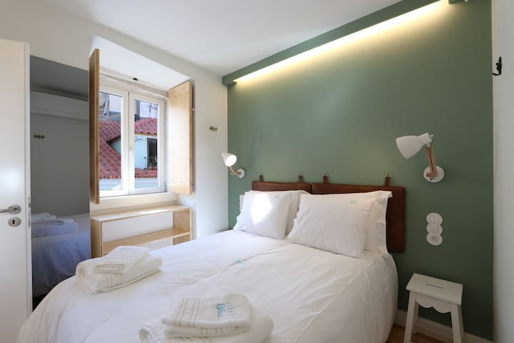 Apt in historic centre (Rossio): pool, lift,4 pax