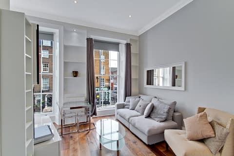 Elegant 1st Floor w/Balcony Close to Regents Park