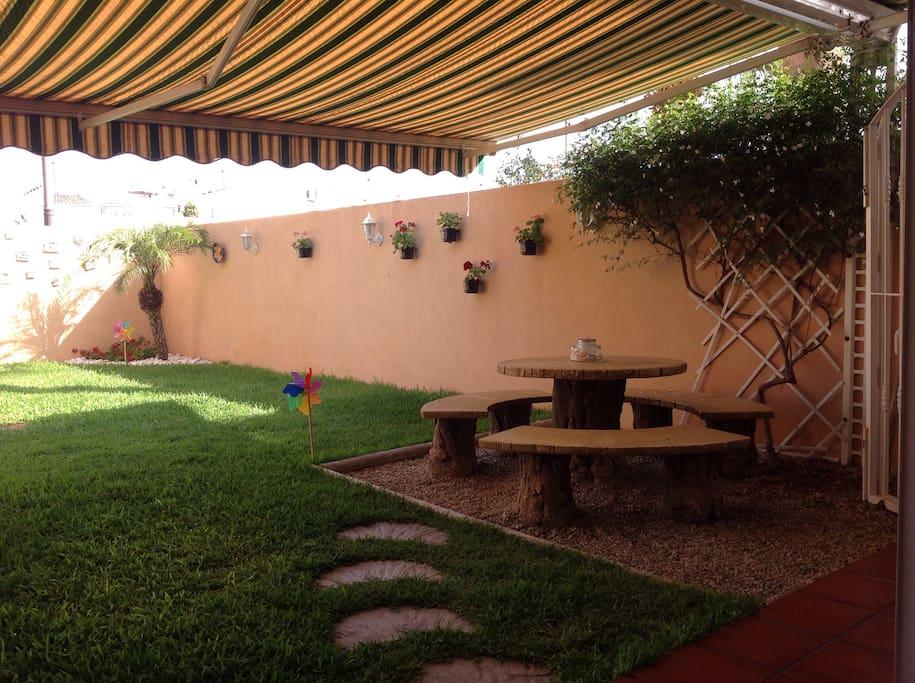Bajo con jard n privado puerto aguadulce almeria for Alquiler bajo con jardin madrid