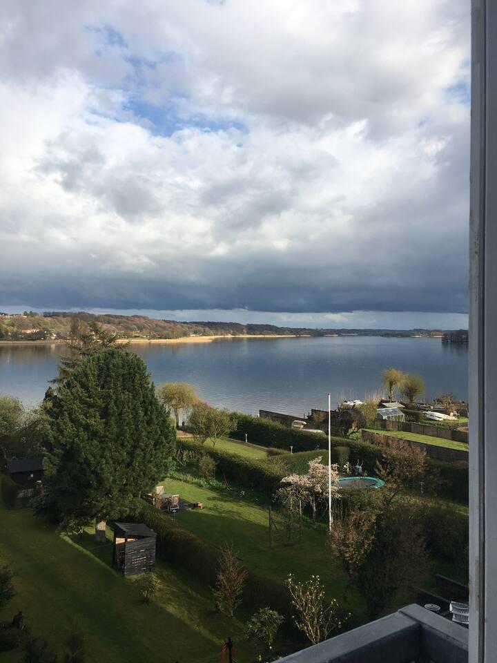 80 kvm. bolig med udsigt over Skanderborg sø.