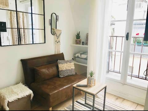 Studio for Student or Pro in Montmartre/St Lazare