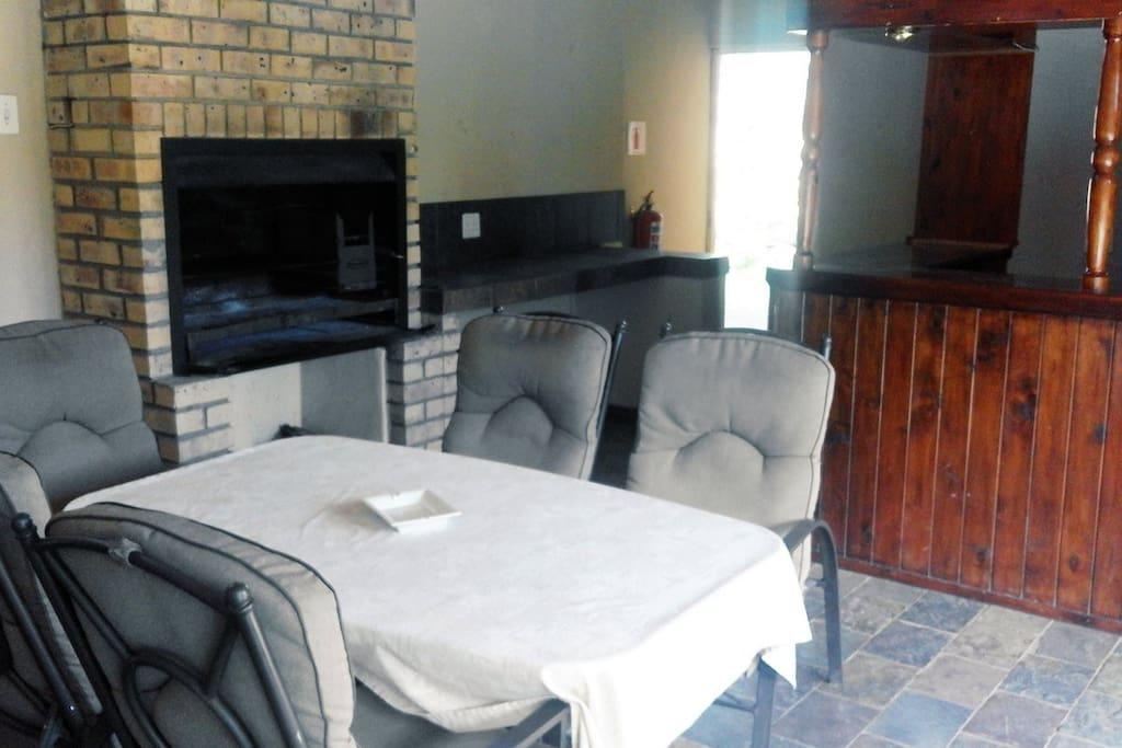 Indoor braai (BBQ) facilities (Common area)