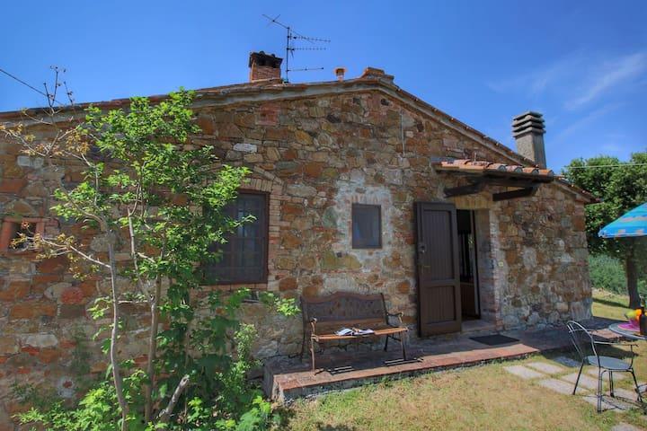 Casa di villeggiatura con giardino e vista mozzafiato, vicino a Siena