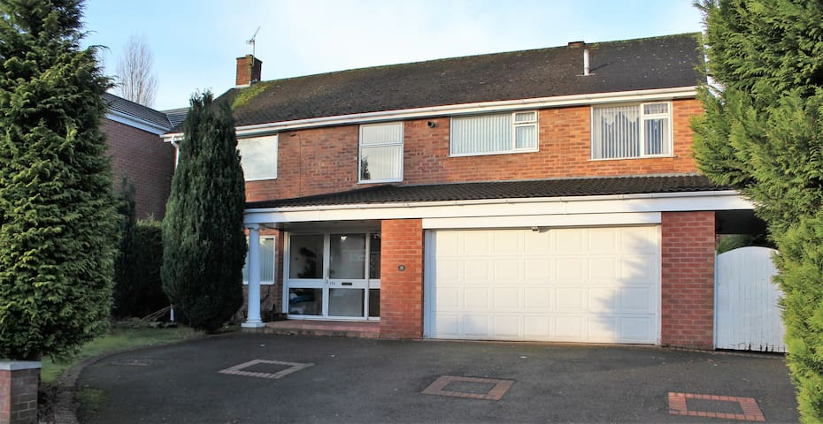 Detached House close to Strawberry Fields