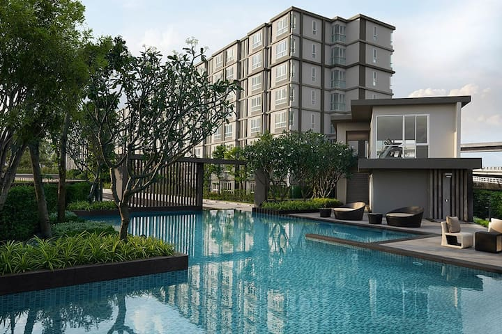 New modern condo. Perfect home base - Bangkok