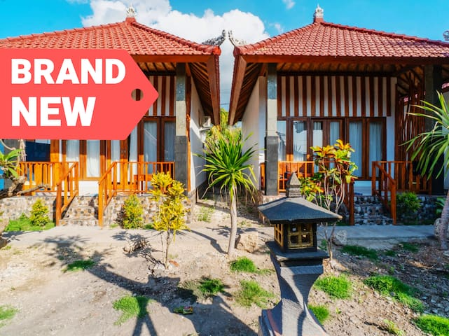 Stay in Comfy Cabin w/ 3 Mins Walk to the Beach