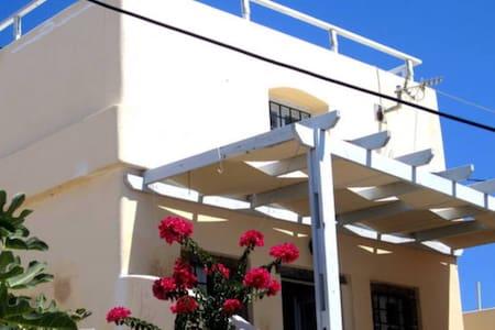 Maison typique à Pyrgos Santorini - Pyrgos Kallistis - Casa
