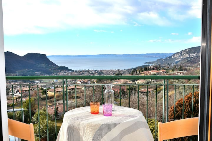 Casa Montegolo 4 Sleeps Apartment With Pool and View On Garda Bay in Costermano Sul Garda - Costermano - Daire