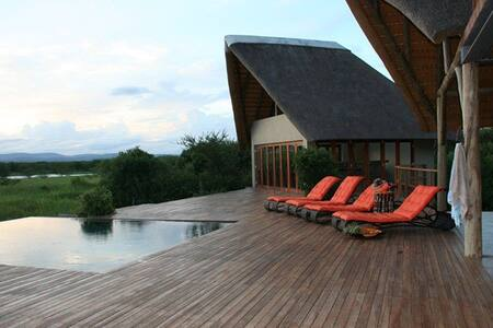 Royal Jozini's Siqalo Lodge WARTHOG bedroom