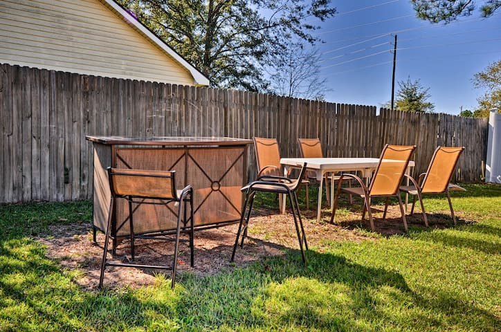 Soak in the southern sun as you enjoy each other's company in the backyard.
