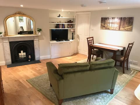 Fantastic Garden Mews Apartment just off the Stray