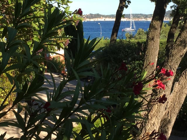 villa , vue golfe ST TROPEZ,4/6 pers, piscine