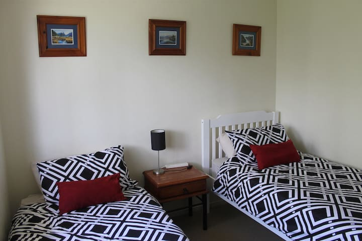 Flexible Solo, Twin or Couple Room in Oxley - Oxley - Dům