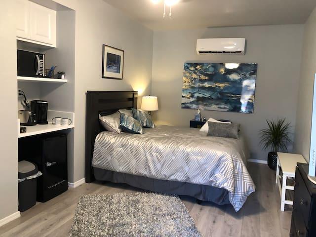 Private studio bedroom (plus 2)