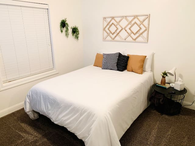 Clean And Cozy Private Bedroom
