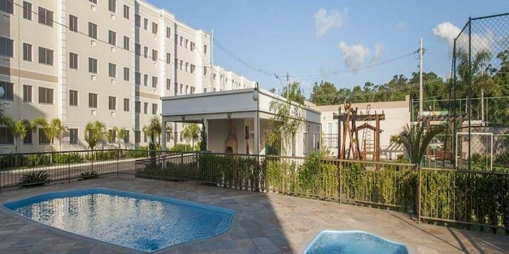 Apartamento inteiro bem localizado 2 qts + garagem