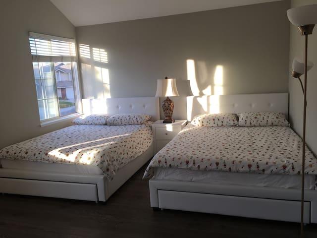 超大宽敞房间舒适温馨房间