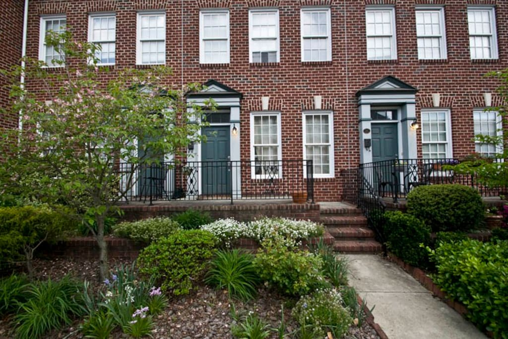 Brownstone Style Townhouse In Downtown Greensboro Townhouses For Rent In Greensboro North