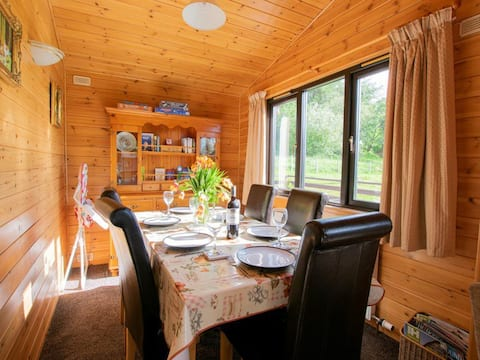3 Bed Chalet, private Hot Tub on Animal Haven Farm