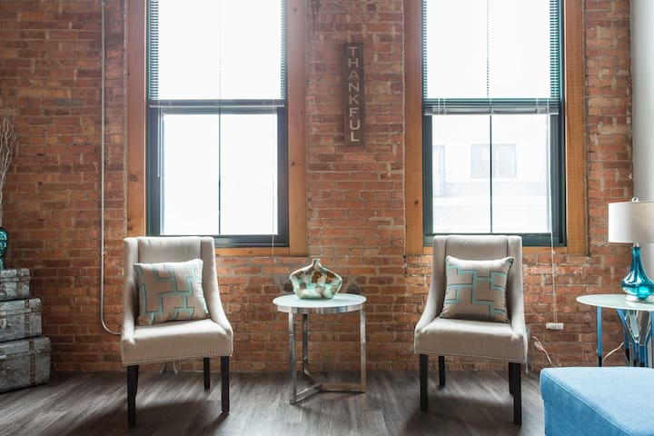 5 min to Chicago's McCormick/Loop-Chic Loft!
