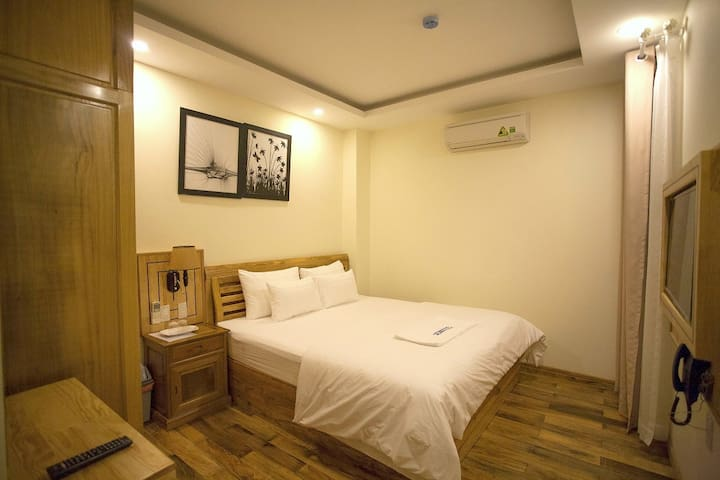 Cozy Double room at SENKOTEL- 2' walk to the beach