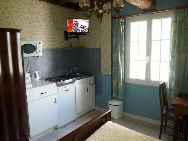 Chambre d'hôtes avec kitchenette - Labruguière - Bed & Breakfast