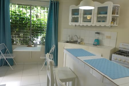 Mini-Hostel Apartment - 2 Blocks from Sea 1-4 pers - Samana