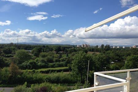 Über den Dächern Maintals - 187 m² Wohnung - Apartamento
