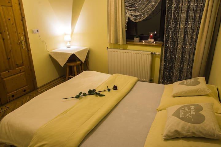 Pokój dwuosobowy z łazienką i balkonem