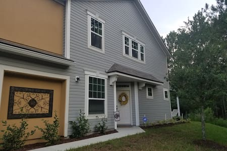 Cozy Home Away from Home - St. Augustine - Townhouse