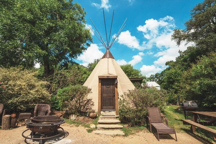 What a FIND! Teepee @ Geronimo Creek! Insulated/air-cond, Kayak, Fish, Swim!