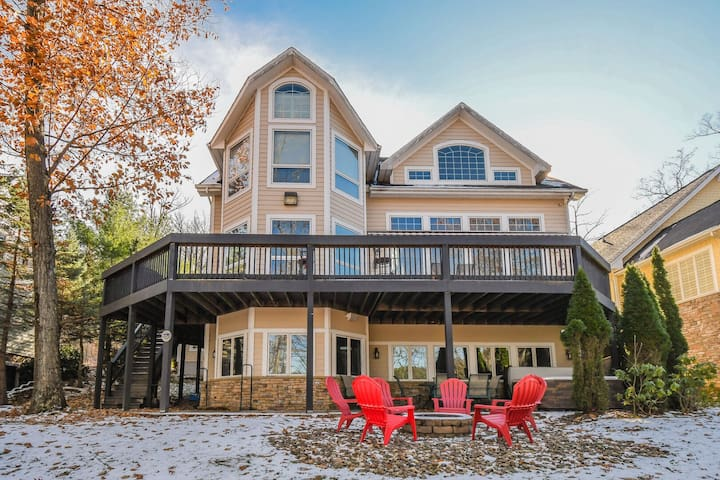 The Lake's the Limit: Centrally located lakefront home w/ hot tub & 2 fire pits!