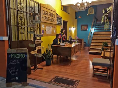 Casa Bonita Hotel y Hostal