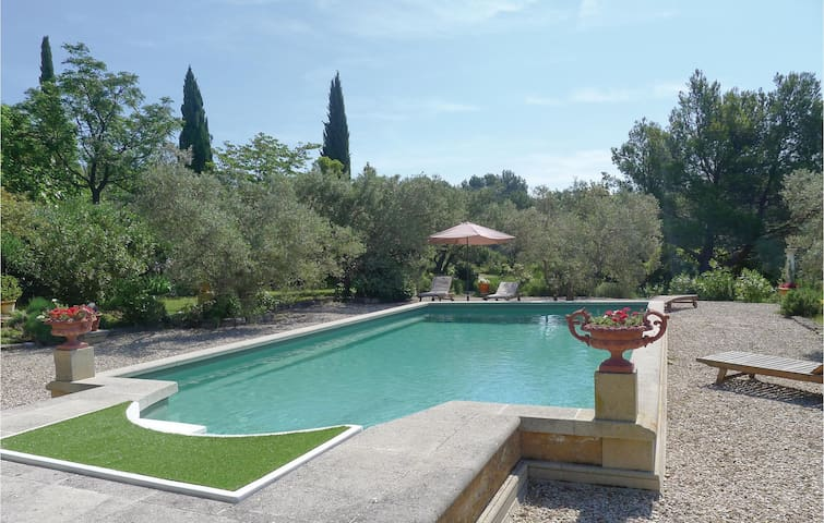 Holiday cottage with 1 bedroom on 60 m² in Les Baux de Provence