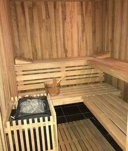 Nice Guest House with Sauna,Gym & free Parking.