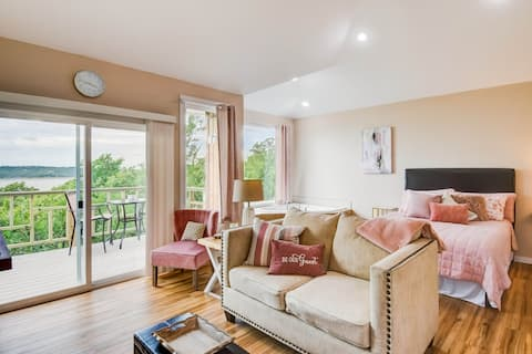 Luxury Birds Eye Lakeview for Two