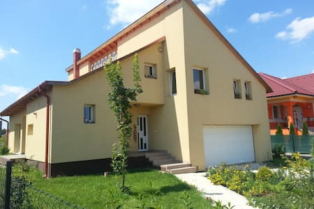 Excellent room 20 minutes from Budapest - Herceghalom - Casa