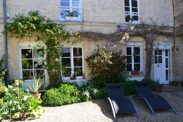 Chambre privée  dans Longere  19e - Lion-sur-Mer - Hus